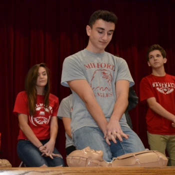 MHS students CPR training